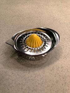 オシャレなレモン搾り器